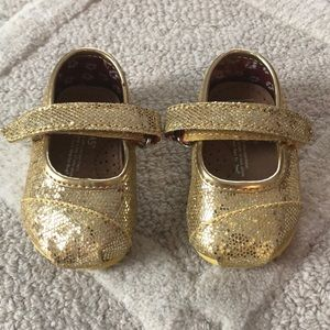 Baby TOMS size T2 gold glitter.